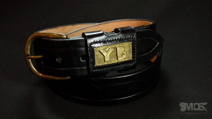 Ceinture noire et laiton «YB»